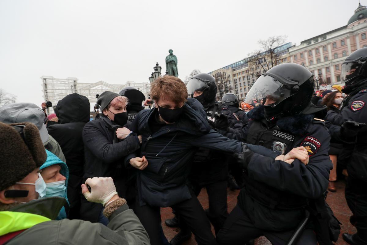 Задержание митингах в России / фото REUTERS