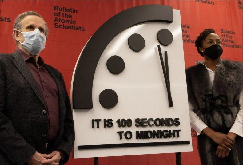 """""""Часы судного дня"""" показывают, что человечество как никогда близко к гибели / фото THOMAS GAULKIN / BULLETIN OF the ATOMIC SCIENTISTS"""