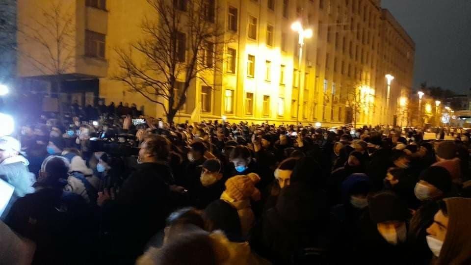 Под ОП происходят столкновения между участниками акции протеста и правоохранителями / фото УНИАН