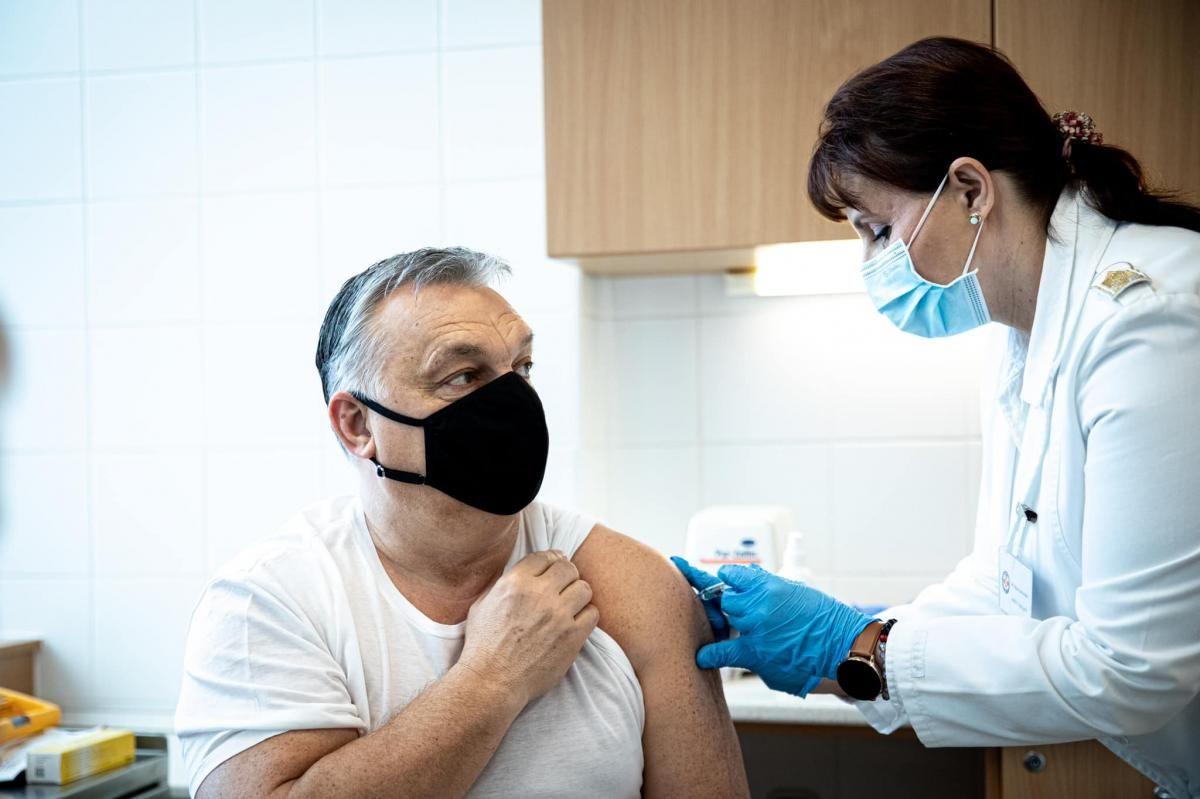 Орбану сделали прививку вакциной Sinopharm / фото facebook.com/orbanviktor