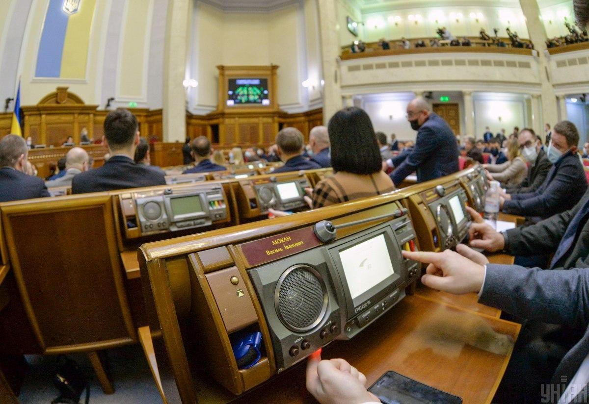 Законопроект підтримали 252 народних депутати при необхідному мінімумі у 226 голосів / фото УНІАН, Олександр Кузьмін