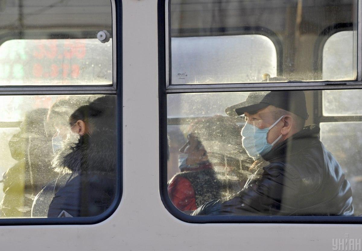 З 5 квітня в київському транспорті можна буде їздити лише за спецперепусткам / фото УНІАН