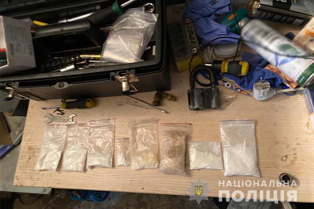 В результате обысков правоохранители изъяли у злоумышленника расфасованный кокаин / фото mvs.gov.ua