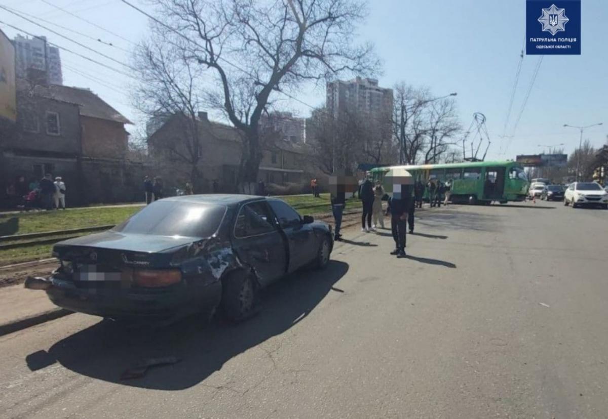 Вагон сошел с рельсов из-за превышения скорости / Фото Патрульной полиции в Одесской области