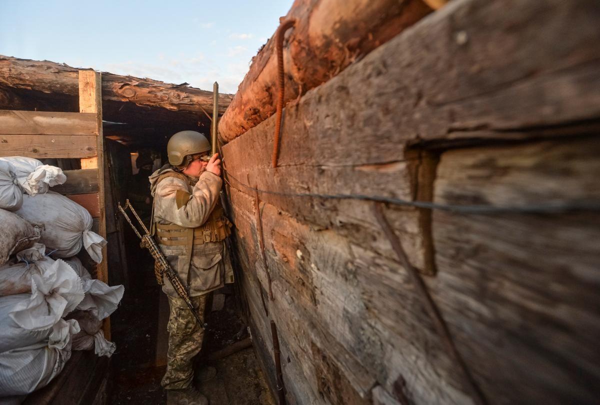 "На Донбассе боевики пять раз нарушали ""тишину"" / фото REUTERS"
