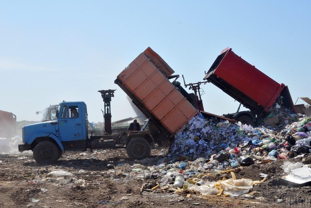 Водителю мусоровоза грозит от трех до восьми лет тюрьмы / фото УНИАН, Андрей Мариенко