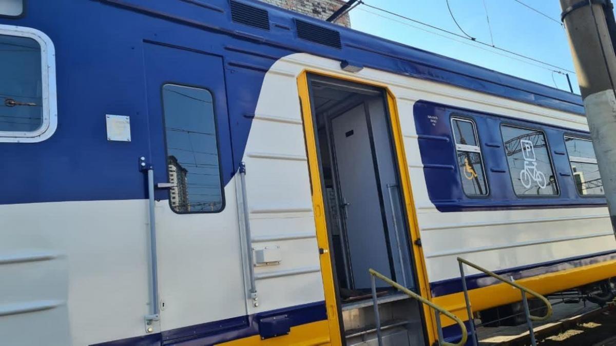 """""""Укрзалізниця"""" запускає приміську електричку з вагонами для перевезення велосипедів / фото facebook.com/Ukrzaliznytsia"""
