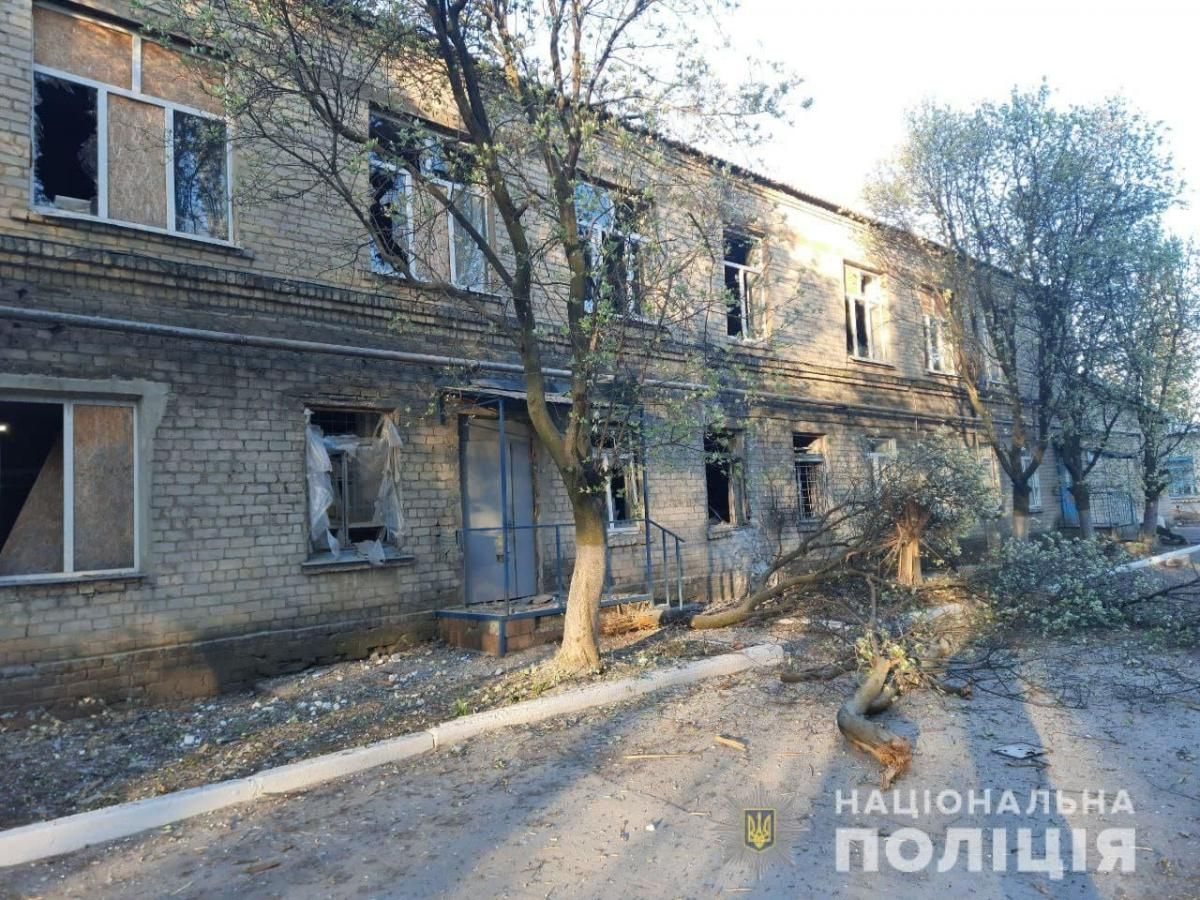 The hospital was damaged on May 4 amid shelling by Russia-led forces / Photo from National Police