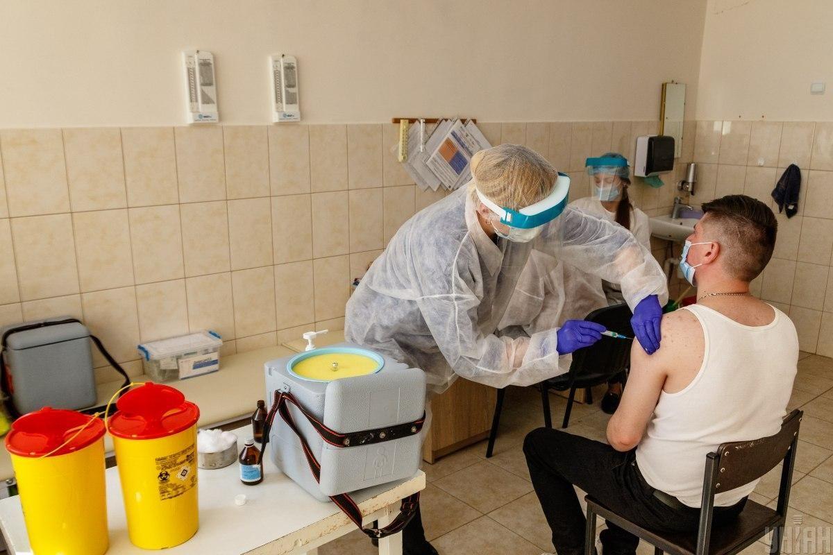 Кампания по вакцинации в Украине началась 24 февраля / фото УНИАН, Немеш Янош