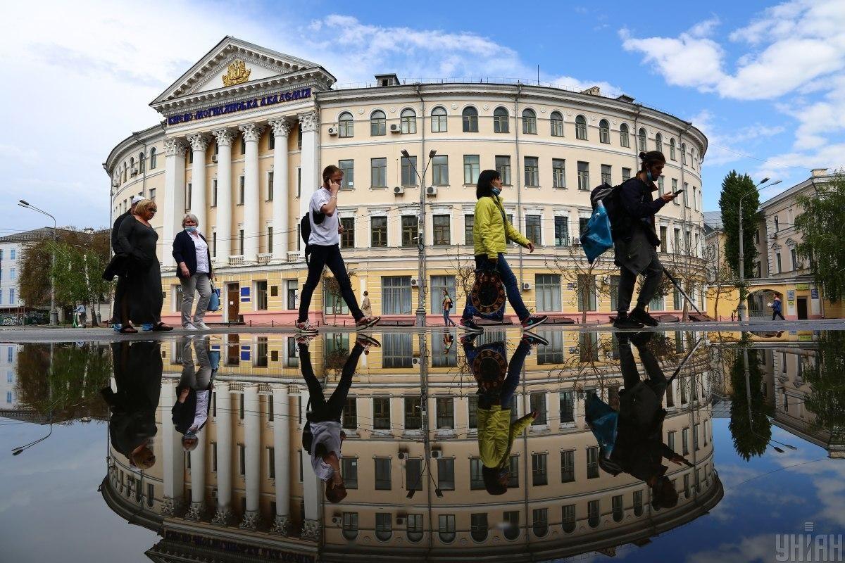 В Україні виявили 4095 нових випадків коронавірусу / фото Денис Прядко / УНІАН