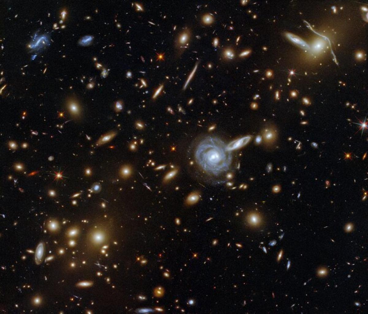 Бетельгейзе входит в десятку самых ярких звезд на небе\ фото ESA/Hubble & NASA, F. Pacaud, D. Coe