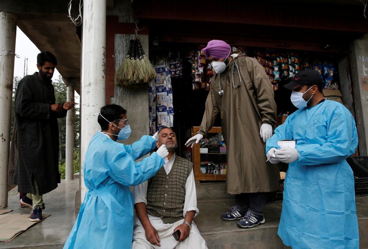 В Индии обучают более миллиона медиков / фото REUTERS