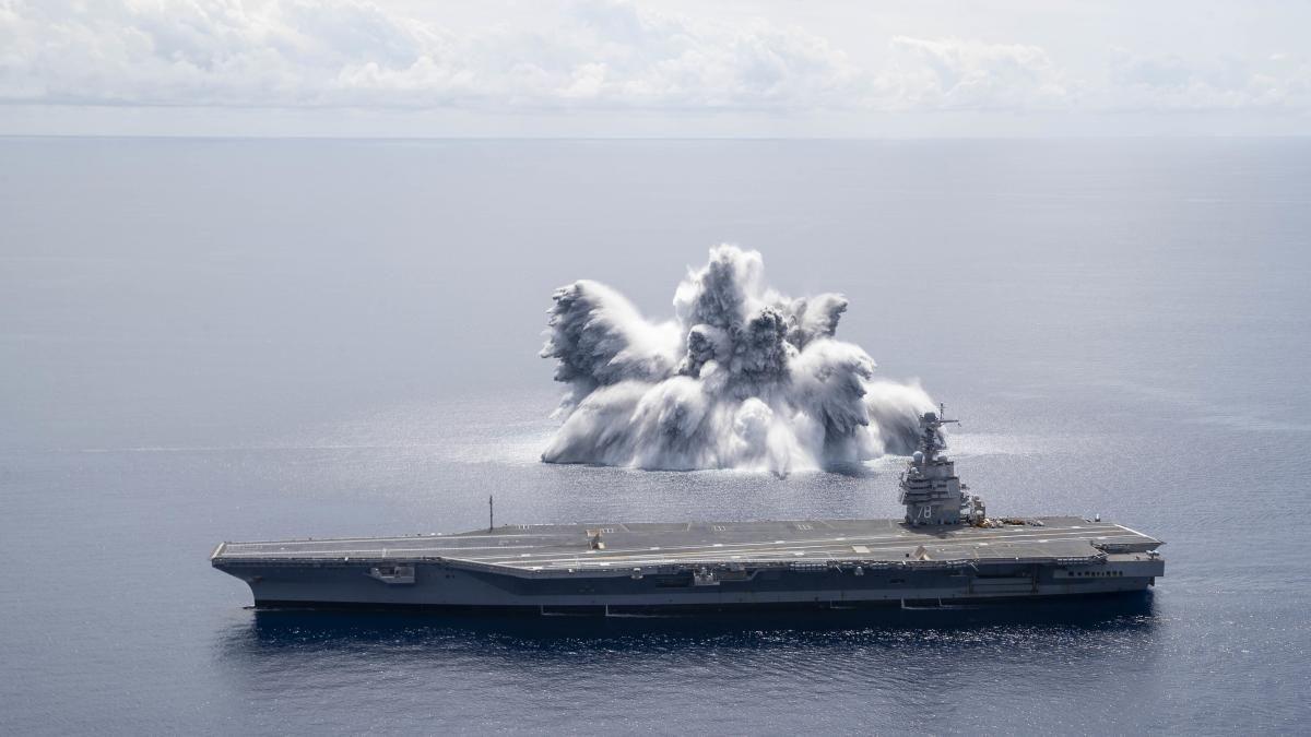 Поруч з авіаносцем ВМФ США підірвали 18-тонну бомбу / фото U.S. Navy