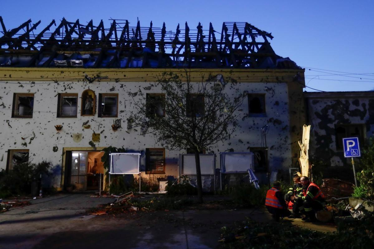 Щонайменше $4,5 млрд має бути виплачено у зв'язку з бурями в Європі \ фото REUTERS