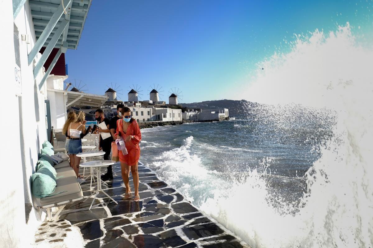 Музыка на острове Миконос теперь под круглосуточным запретом / фото REUTERS