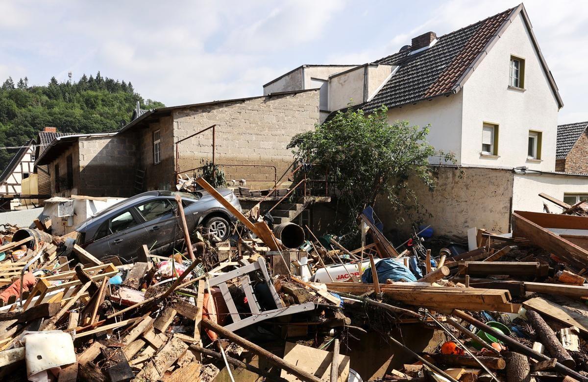 Сотни людей все еще числятся пропавшими без вести / фото REUTERS