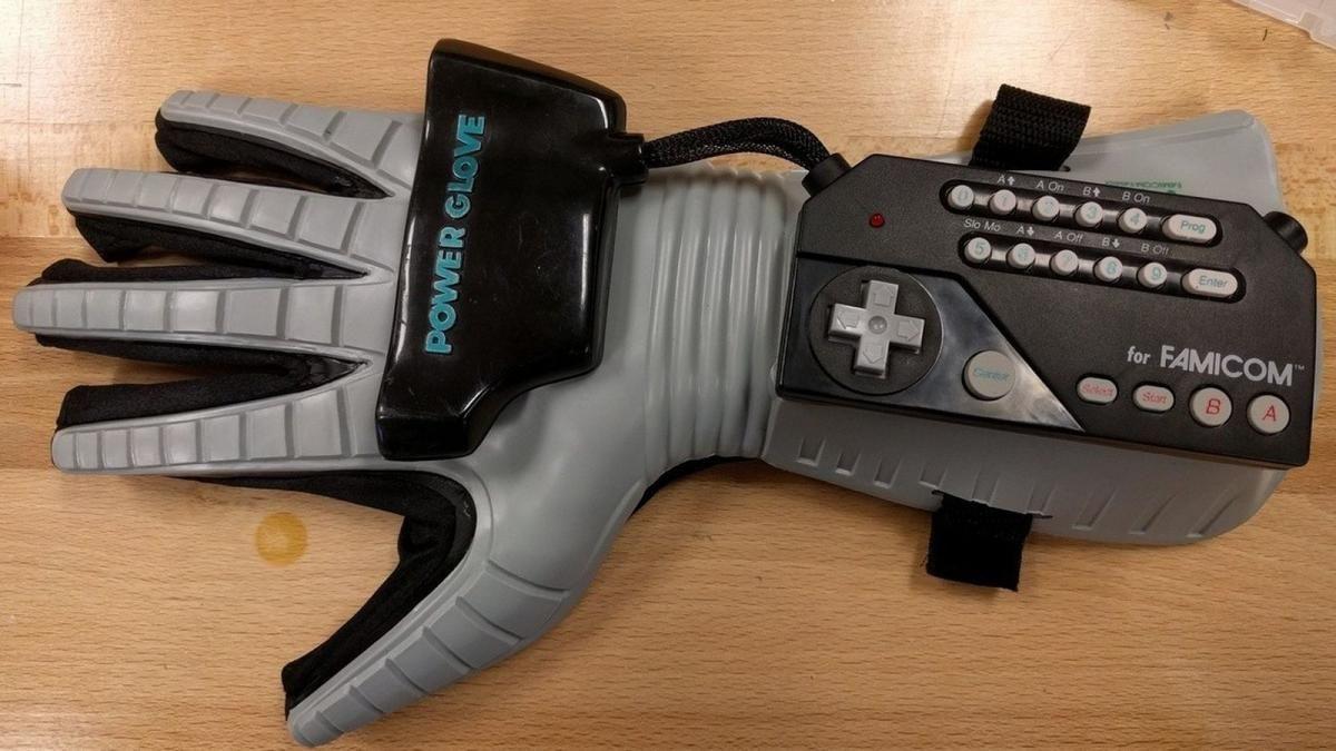 Power Glove / фото theverge.com