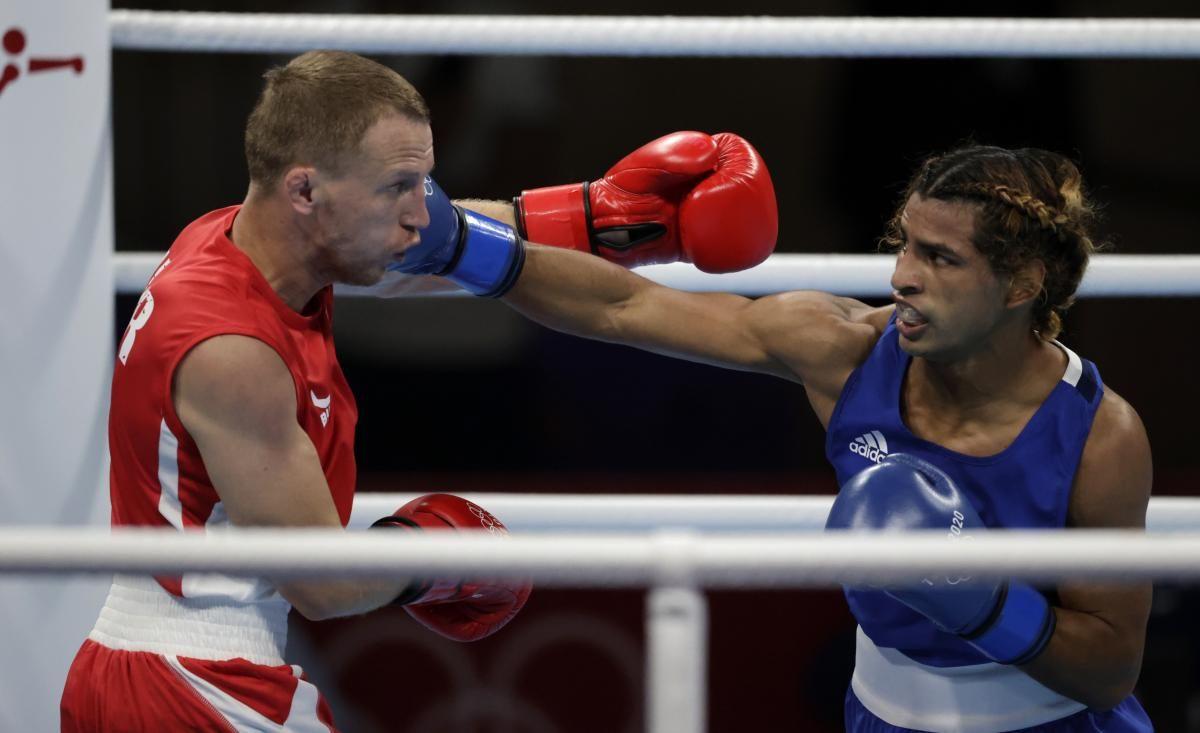 Микола Буценко (ліворуч ) свій бій програв / фото REUTERS