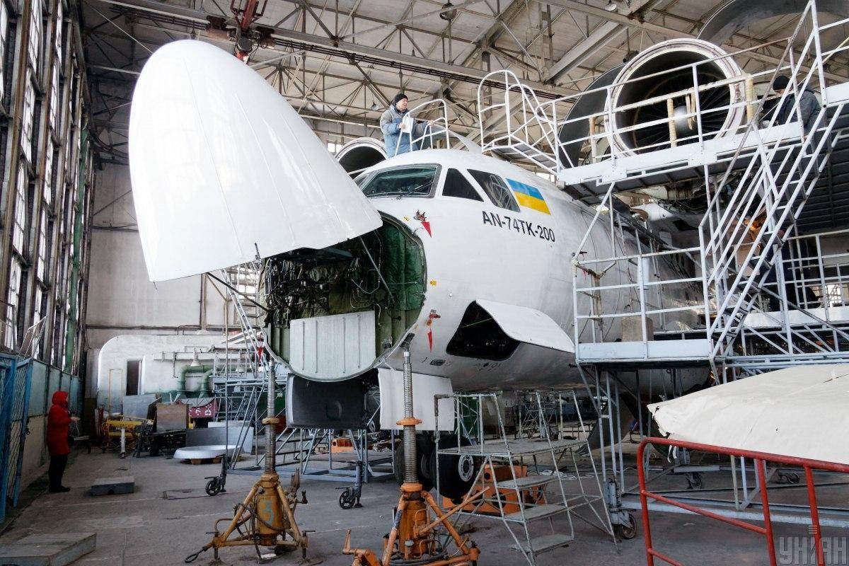 Літаки Ан-74ТК-200 можуть виготовлятися в Канаді / фото УНІАН, Сергій Бобок