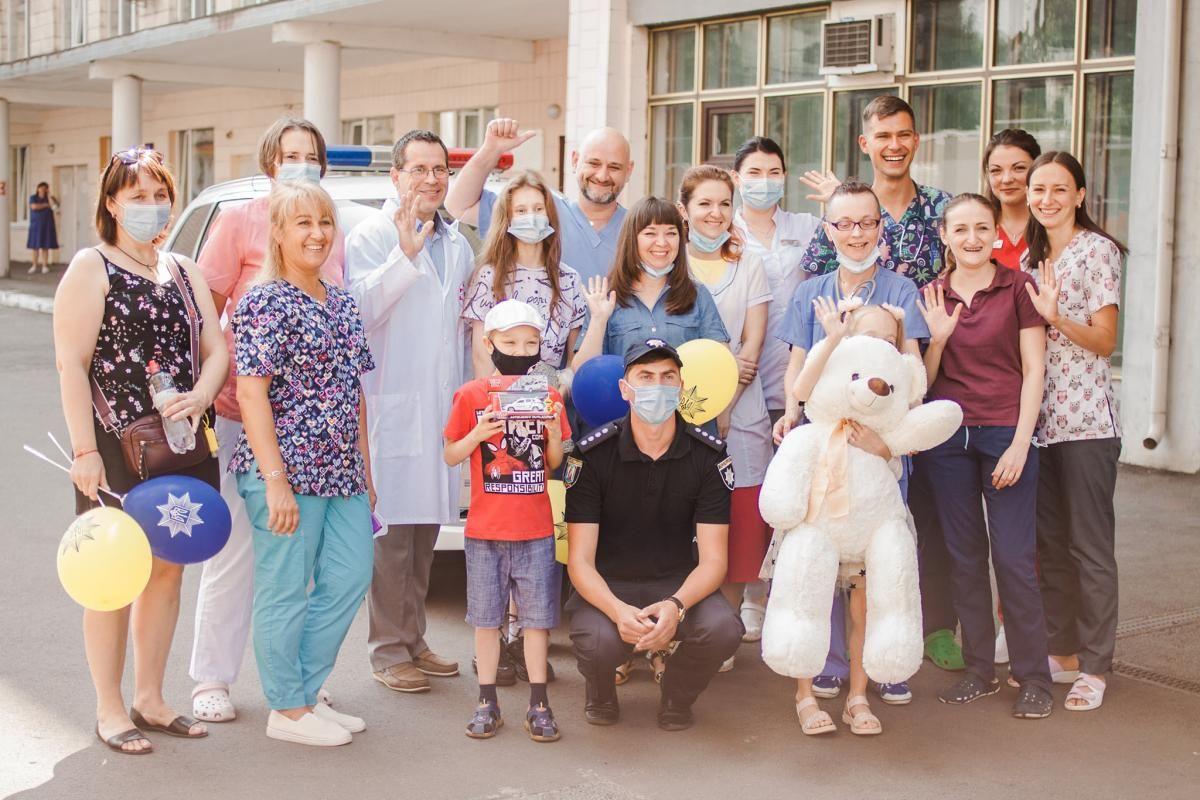 Дітей виписали з лікарні / фото facebook.com/ndslohmatdyt