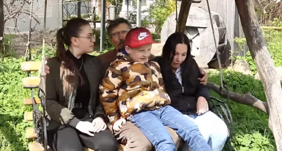 Мешканець Калуша навідав сиротинець, але замість двох дітей забрав чотирьох / Скріншот