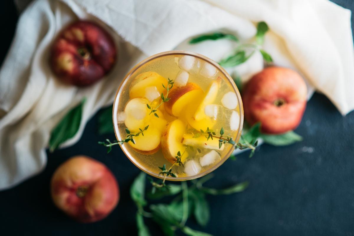 Коктейль с персиком для тех, кто любит сладкое / depositphotos.com