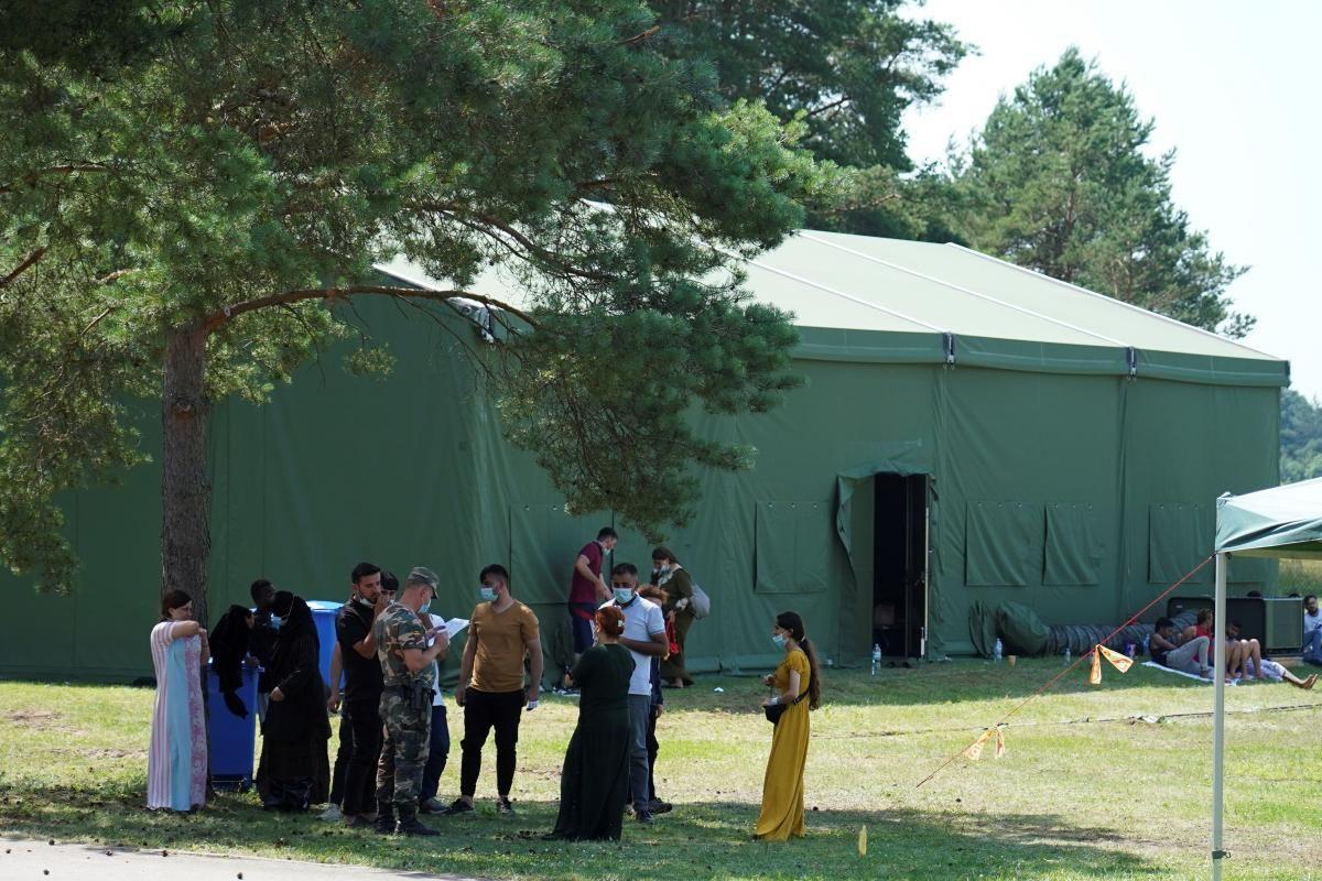 Литовские пограничники продолжают задерживать нелегалов на границе с Беларусью / фото REUTERS