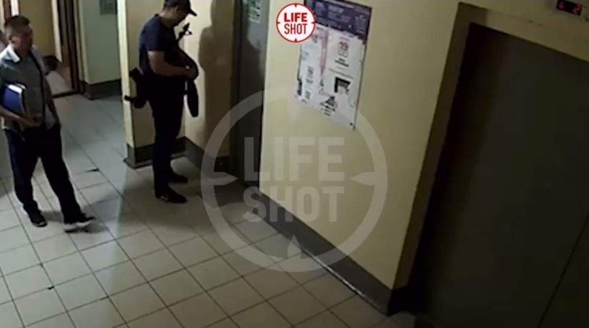 Инцидент произошел в лифте многоэтажки / скриншот из видео