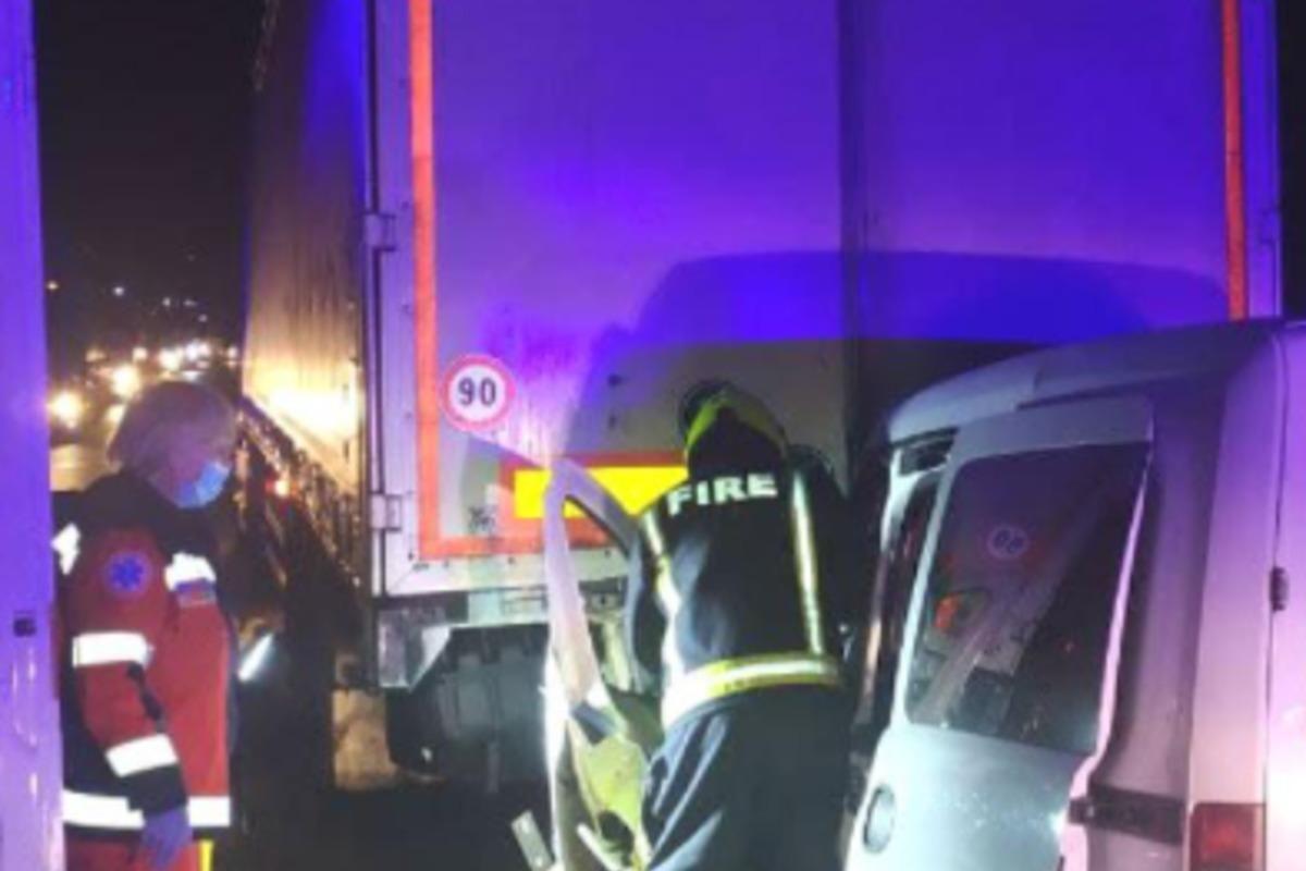 Коп-водитель иномарки, которая столкнулась с грузовиком, был пьян, узнали журналисты / Скриншот