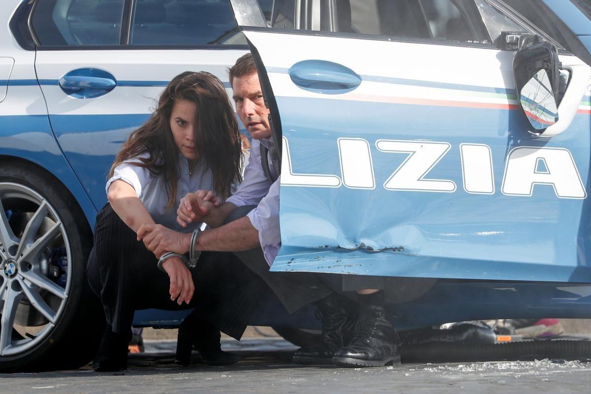 """Том Круз і Хейлі Етвелл на зйомках фільму """"Місія нездійсненна"""" / фото REUTERS"""