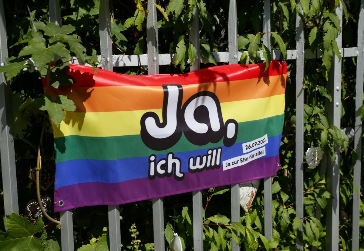 Більшість швейцарців підтримали легалізацію одностатевих шлюбів / фото REUTERS