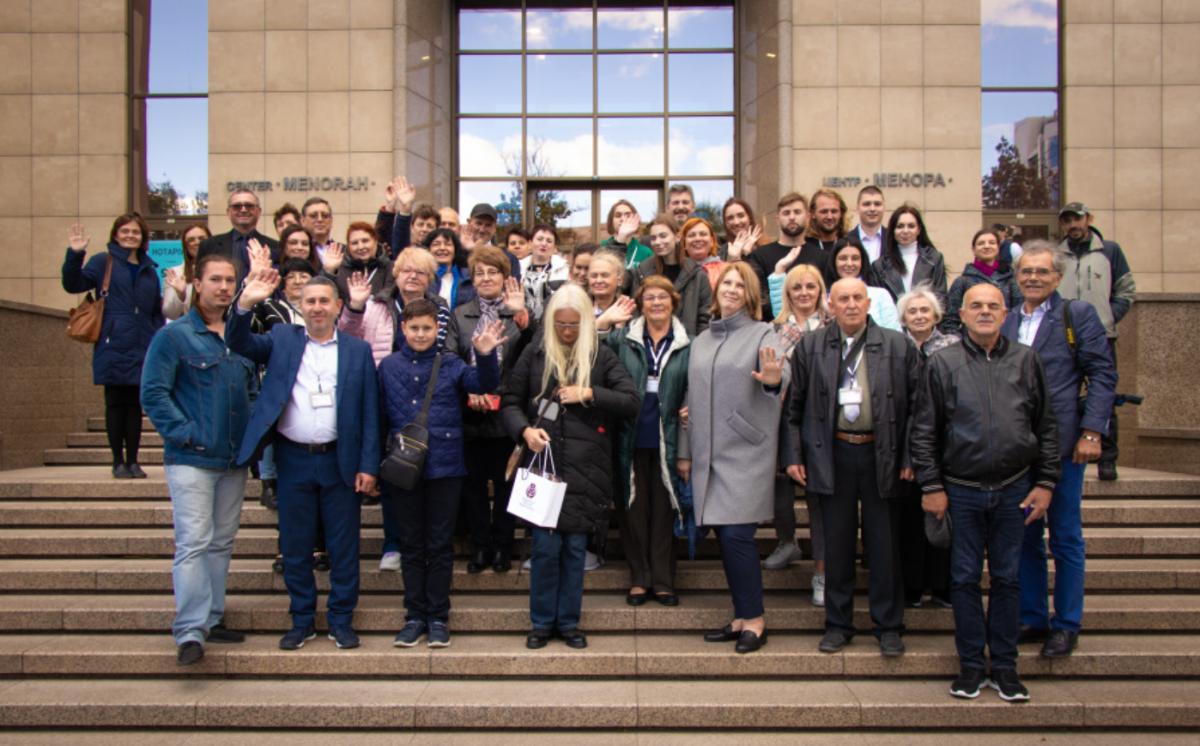 Групове фото делегатів З'їзду нащадків Праведників народів світу