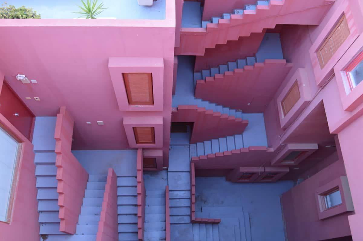 """В Іспанії знайшли моторошні сходи з """"Гри в кальмара"""" / фото Airbnb"""