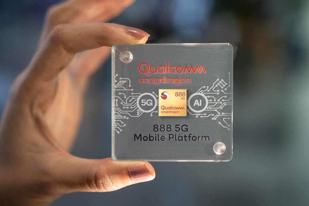 Snapdragon-888-Chip-Case-In-Hand-1024x683.jpg (80 KB)