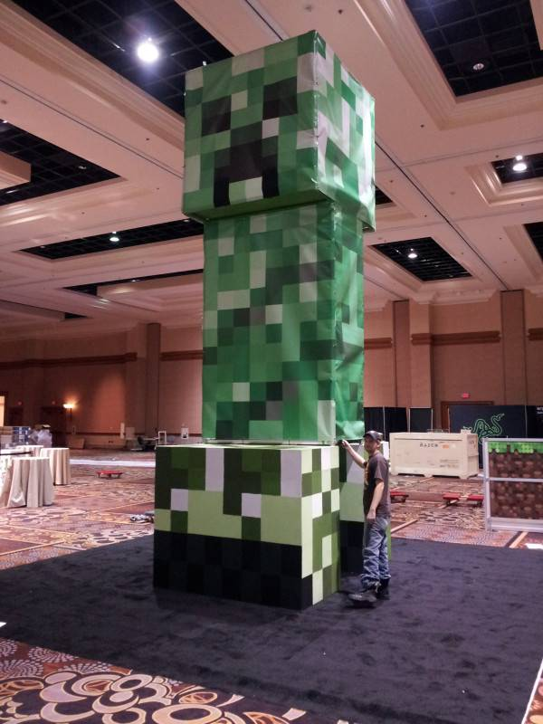 huge-creeper-minecon