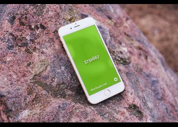 Iphone 6 on wood | Mockuper.net