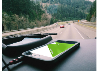 iPhone in car | Mockuper.net
