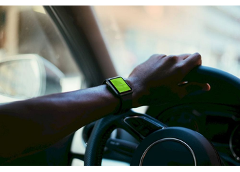 Apple Watch driving | Mockuper.net