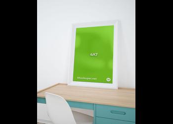 Frame on desk | Mockuper.net