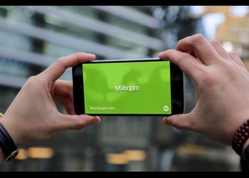 iPhone 5 in hand landscape | Mockuper.net