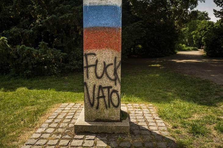 Російські футбольні фанати знівечили пам'ятник Шевченку в Данії