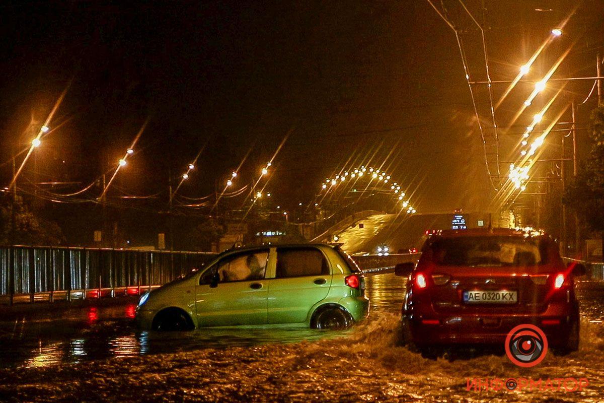 Потужна злива затопила Дніпро: кадри наслідків