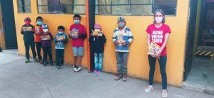 Entrega de material escolar (Quetzaltenango, Guatemala)