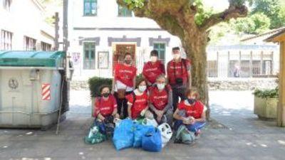Limpieza ecológica por parte del grupo de voluntariado de Nueva Acrópolis Bilbao