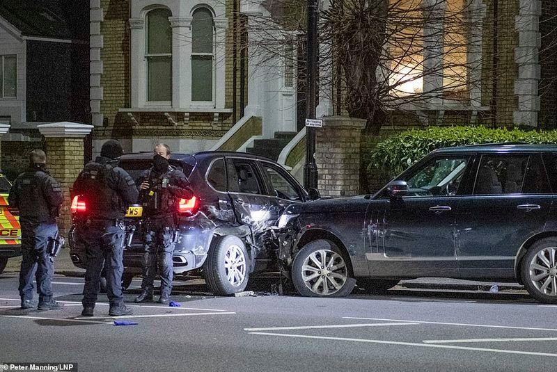 Разбитый Range Rover привлек внимание полиции
