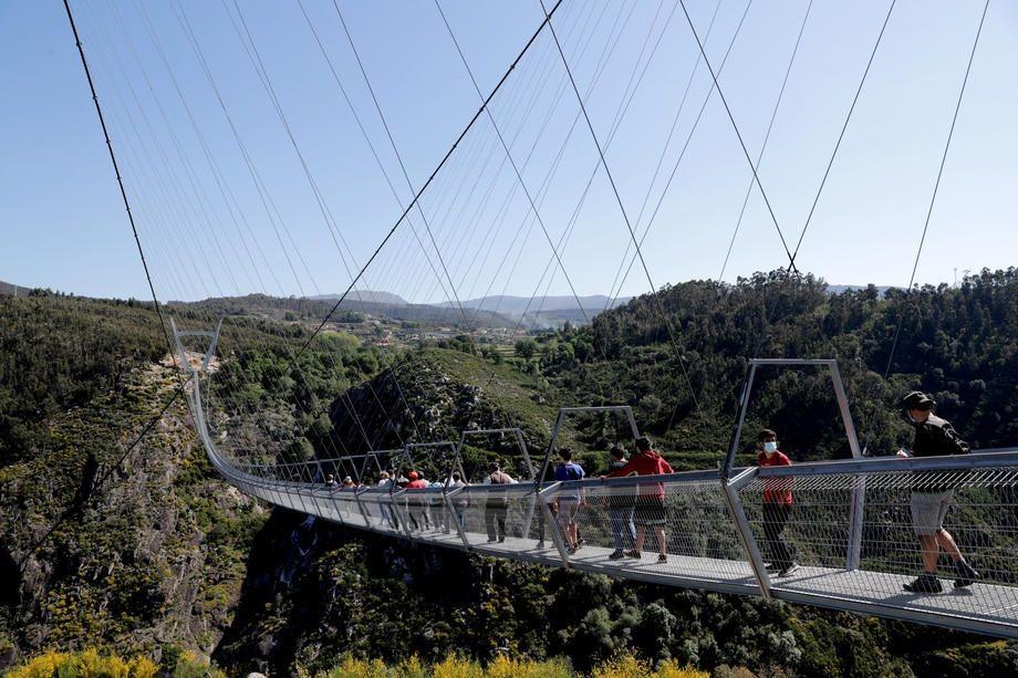 Длинна моста составляет 516 метров