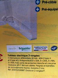 Tableau électrique 3 rangées Schneider Electric Life is On - pré-câblé / pré-équipé, avec porte et prise modulaire