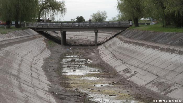 Після перекриття Північно-Кримського каналу вода у багатьох містах на півострові подається лише по кілька годин на день