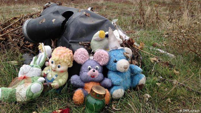 Іграшки на місці падіння MH17