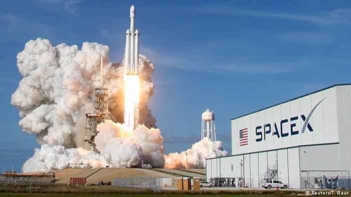 Запуск ракети SpaceX Falcon Heavy з мису Канаверал(Reuters/T. Baur)